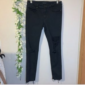 UNIQLO Black cropped ripped jeans size 4